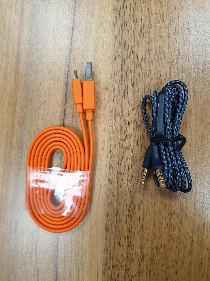беспроводные наушники с шумоподавлением JBL Live 650BTNC кабели в комплекте